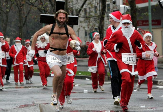 Jesus in Santa race