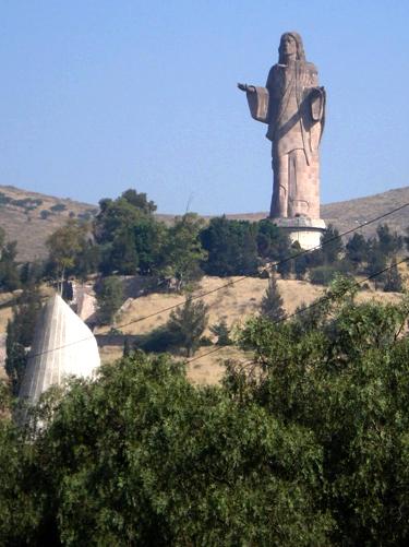 World s tallest jesus statues the jesus question for Jardines del recuerdo