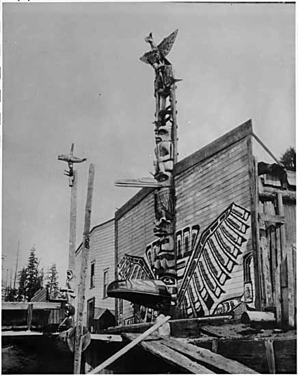 This house portal pole in Alert Bay was carved by Yuxwayu in the second half of the 19th century as a memorial to Chief Wa'kas. The Raven's beak opens to form a doorway, the upper part of which is the prow of a canoe.